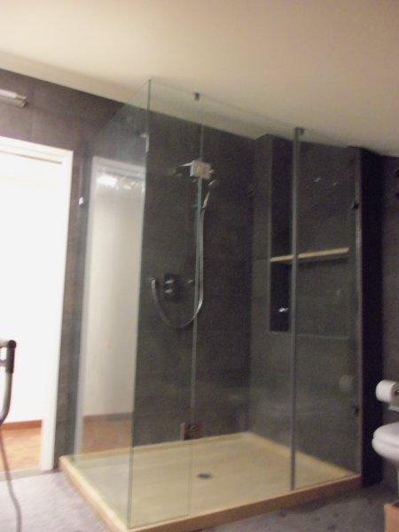 Box doccia vetreria lucania - Doccia senza piatto doccia ...